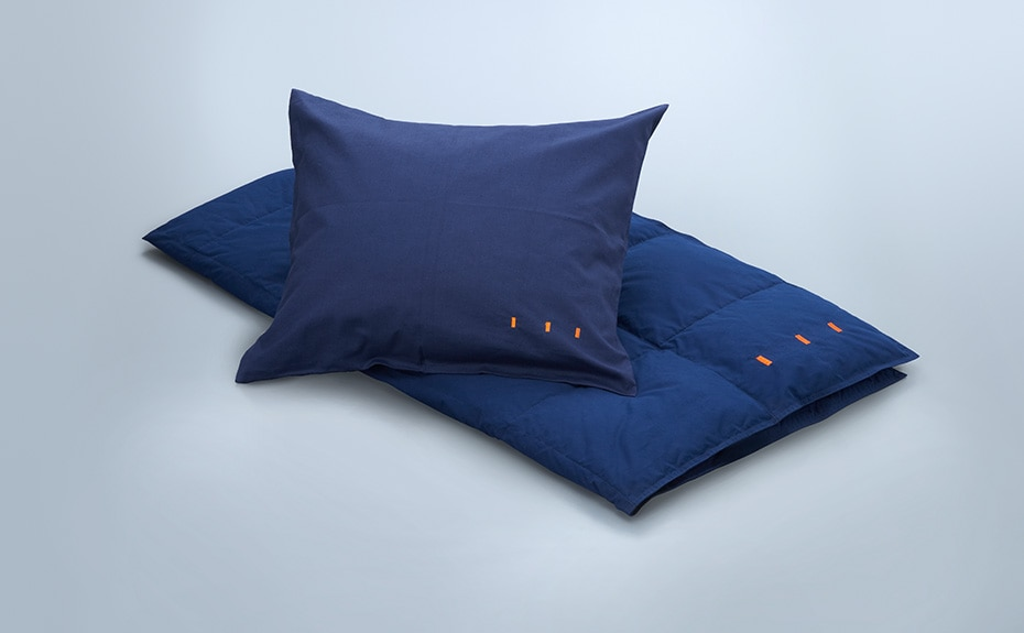 Image of pillow, comforter (feather)