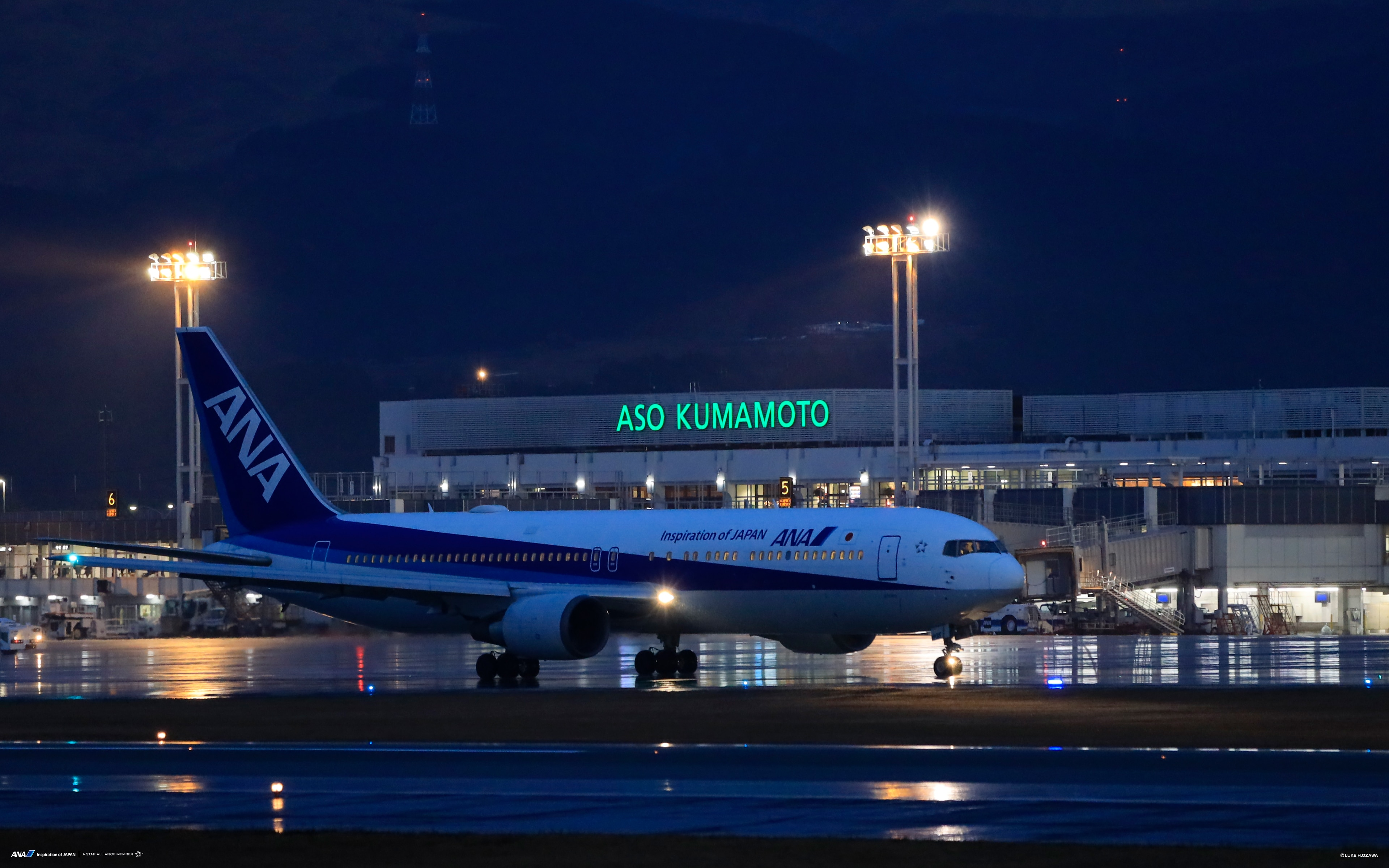 Boeing 767 ANA aircraft